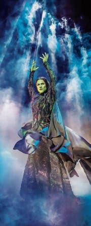 Wird wegen ihrer grünen Hautfarbe und trotz ihres freundlichen Gemüts zur Aussenseiterin: Hexe Elphaba. (Bild: Crocket)