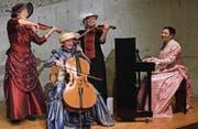 Regula Raas, Suzanne Minder, Anna Katharina Rebmann und Giovanna Fazio musizieren in historischen Kostümen. (Bild: Evi Biedermann)