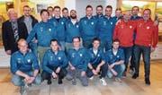 Erstes Gruppenbild im neuen Trainingsanzug: Die neue Mannschaft des SC Aadorf posiert nach der Generalversammlung. (Bild: Kurt Lichtensteiger)