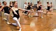 Die beste Niveaugruppe zeigt ihr Ballettprogramm. (Bild: Mario Testa)