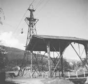 Die Basalt-Materialseilbahn mit Schutzbrücke an der Churerstrasse. (Bilder: Archiv Hansruedi Rohrer)