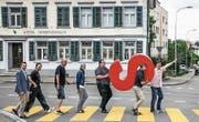Promotion für die Gewerbeausstellung Siga 17: Das Organisationskomitee imitiert das Cover des Beatles-Albums «Abbey Road». (Bild: PD)