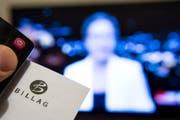 Die Rundfunkgebühren betragen 2019 365 Franken für jeden Haushalt - egal, ob er ein Empfangsgerät besitzt. (Bild: JEAN-CHRISTOPHE BOTT (KEYSTONE))