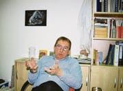 Der Neurobiologe und Grundlagenforscher Hansjörg Scherberger an seinem Arbeitsort am Deutschen Primatenzentrum in Göttingen. (Bild: Brigitte Schmid-Gugler)