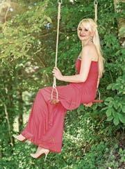 Deborah Neuhaus strahlt in ihrem roten Abendkleid. (Bild: PD)