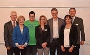 Der neue Vorstand: Philipp Limacher, Monika Lehmann, Gregor Thurnherr, neuer CVP-Präsident, Regula Hürlimann, Bruno Locher, Monika Fasola und René Lüthard (von rechts). (Bild: PD)