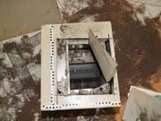 Die Täter brachen in einen Garagenbetrieb ein und erbeuteten zwei Tresore, die sie aufbrechen konnten. (St. Galler Kantonspolizei) (Bild: St. Galler Kantonspolizei)