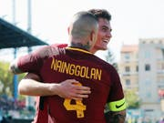 Zwei der drei Römer Torschützen beim 3:0 in Ferrara: Radja Nainggolan und Patrick Schick (im Hintergrund) (Bild: KEYSTONE/EPA ANSA/ELISABETTA BARACCHI)