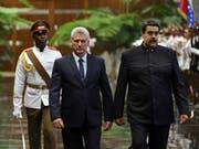 Kubas neuer Präsident Miguel Díaz-Canel (links) empfängt seinen venezolanischen Kollegen Nicolás Maduro. (Bild: KEYSTONE/EPA EFE/ALEJANDRO ERNESTO)