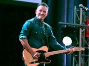 Ein Manuskript von Bruce Springsteen kommt unter den Hammer. (Bild: KEYSTONE/AP Invision/GREG ALLEN)