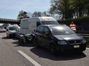 Auf der Autobahn A1 bei Subingen SO sind sechs Fahrzeuge auf einander aufgefahren. (Bild: Polizei Kanton Solothurn)