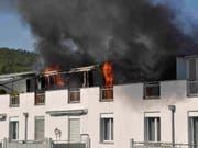 Die Bewohner müssen vorerst andernorts unterkommen: Brand in einem Wohnkomplex in Wangen bei Olten. (Bild: Kapo SO)