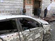Die Bombe des Selbstmordattentäters explodierte an einer Ausgabestelle für Personaldokumente in Kabul. Beim Anschlag kamen Dutzende Menschen ums Leben. (Bild: Keystone/AP/RAHMAT GUL)