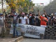 Bei Protesten gegen die Regierung in Nicaragua sind immer mehr Todesopfer zu beklagen. (Bild: KEYSTONE/AP/ALFREDO ZUNIGA)