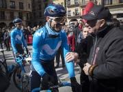 Alejandro Valverde bei einem lockeren Schwatz (Bild: KEYSTONE/EPA EFE/VILLAR LOPEZ)