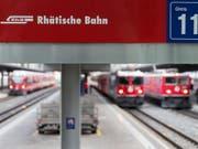 Züge der Rhätischen Bahn im Bahnhof Chur. (Symbolbild) (Bild: KEYSTONE/ARNO BALZARINI)