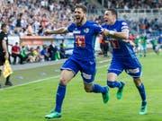 Riesiger Jubel nach dem Siegtreffer gegen FCZ beim Luzerner Torschützen Simon Grether (links) und Ruben Vargas (Bild: KEYSTONE/ALEXANDRA WEY)