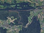 """Flucht in den Wald bei Regensberg: Zwei 17-Jährige legten laut Polizei mit dem gestohlenen Lieferwagen eine """"rücksichtslose Fahrweise"""" an den Tag. (Bild: Google Maps)"""