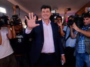 Präsidentschaftskandidat Efraín Alegre (Mitte) von der Mitte-Links-Koalition Ganar gibt sich siegesgewiss. (Bild: KEYSTONE/AP/MARTA ESCURRA)