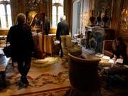 Die Versteigerung von Objekten des Pariser Ritz-Hotels ist erfolgreich zu Ende gegangen. (Bild: KEYSTONE/EPA/ETIENNE LAURENT)
