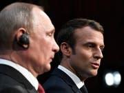 Frankreichs Präsident Emmanuel Macron (rechts) will dem russischen Präsidenten Wladimir Putin (links) seine Grenzen klarmachen. (Bild: KEYSTONE/AP AFP POOL/STEPHANE DE SAKUTIN)