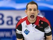 Sven Michel eilt an der Mixed-Doppel-WM von Sieg zu Sieg (Bild: KEYSTONE/GEORGIOS KEFALAS)