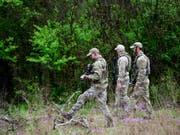Die Polizei fand den Tatverdächtigen in einem bewaldeten Gebiet. (Bild: KEYSTONE/AP The Tennessean/SHELLEY MAYS)