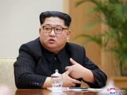 Diplomatie macht hungrig: Kim Jong Un wird beim Gipfeltreffen mit seinem südkoreanischen Amtskollegen ein durchdachtes Gericht serviert. (Bild: KEYSTONE/EPA KCNA)