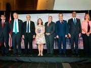 Die Aussenminister der G7-Staaten sowie die Aussenbeauftragte der EU Federica Mogherini (ganz rechts) posieren vor der Presse während ihres Treffens in Toronto. (Bild: KEYSTONE/AP The Canadian Press/CHRIS YOUNG)