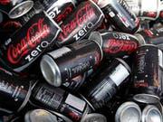 Coca Cola Zero Sugar und Kaffee bescheren dem Getränkeriesen Coca-Cola im ersten Quartal einen Gewinnsprung. (Symbolbild) (Bild: KEYSTONE/AP/WILFREDO LEE)