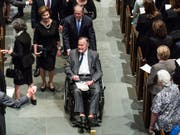 Wenige Tage nach dem Tod seiner langjährigen Ehefrau wird der ehemalige US-Präsident George H. W. Bush auf der Intensivstation eines Spitals behandelt. (Bild: KEYSTONE/EPA HOUSTON CHRONICLE / POOL/BRETT COOMER / POOL)