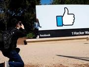 Die Zahl der monatlich aktiven Facebook-Nutzer stieg zum Jahresbeginn von 2,13 auf 2,2 Milliarden. (Bild: KEYSTONE/AP/MARCIO JOSE SANCHEZ)