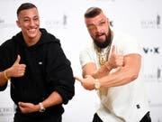 Der Echo wird abgeschafft: Nachdem die Rapper Kollegah und Farid Bang für ihr antisemtisches Rap-Album einen Musikpreis erhielten, hagelte es Kritik. (Bild: Keystone/EPA/CLEMENS BILAN)
