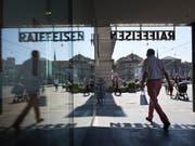 Der Raiffeisen-Bank verzeichnet mit Franco Taisch einen weiteren Abgang im Verwaltungsrat. (Bild: KEYSTONE/GAETAN BALLY)