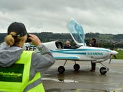 Auch in der Schweiz wird an elektrisch betriebenen Kleinflugzeugen getüftelt. Smartflyer ist ein Experimentalflugzeug mit Platz für vier Personen. (Bild: KEYSTONE/MARKUS JEGERLEHNER)