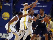 Die Golden State Warriors mit Topskorer Kevin Durant (links) hatten San Antonio gut im Griff (Bild: KEYSTONE/AP/BEN MARGOT)