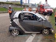 """Die Lenkerin dieses Kleinwagens wurde auf der A3 bei Kaiseraugst von einem Lieferwagen """"abgeschossen"""". Die Frau erlitt Verletzungen. (Bild: Kantonspolizei Aargau)"""