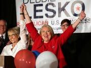 Die Republikanerin Lesko hat sich bei der Nachwahl durchgesetzt - jedoch denkbar knapp für eine Wahl im konservativen Arizona. (Bild: KEYSTONE/AP/MATT YORK)