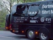 Die Bombe beschädigte die Festerscheibe des BVB-Mannschaftscars. Auch der Schweizer National-Goalie sass im Bus, nun sagte er im Prozess gegen den geständigen Bombenleger aus. (Bild: KEYSTONE/EPA/STR)