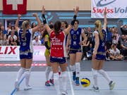Die Volleyballerinnen von Volero Zürich freuen sich in Aesch über den Gewinn des Schweizer Meistertitels (Bild: KEYSTONE/GEORGIOS KEFALAS)
