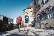 Nostalgisch: Werner Bucher (links) und Simon Hofstetter joggen gemeinsam beim Nölliturm. (Bild: Roger Grütter (Luzern, 8. April 2017))
