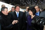Bundespräsidentin Doris Leuthard im Gespräch mit Pius Schwizer (links), die Luzerner Weltnummer 1 der Springreiter. In der Mitte Daimler Schweiz-CEO Karl Schregle. (Bild André Häfliger/Neue LZ)