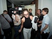 Gina-Lisa Lohfink verlässt nach der Verhandlung das Gericht in Berlin. (Bild: KEYSTONE/EPA DPA/JOERG CARSTENSEN)