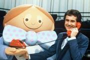 «Teleboy» erzielte mit einem Marktanteil von bis zu 70 Prozent die höchsten Einschaltquoten in der Geschichte des Schweizer Fernsehen. Moderator Kurt Felix mit Telegril-Maskottchen im Fernsehstudio. (Bild: SRF)