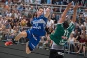 Peter Schramm, hier im Spiel gegen Wacker Thun vom letzten September, erzielte am Sonntag acht Tore für den HC Kriens-Luzern. (Bild: Boris Bürgisser / LZ (Kriens, 10. September 2016))