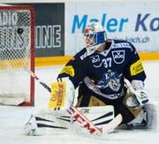 Zug-Torhüter Eero Kilpeläinen ist geschlagen. (Bild: Keystone)