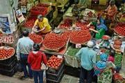 In der Markthalle von Port Louis wird angerichtet, was auf der fruchtbaren Tropeninsel gedeiht. (Bild: Karte oas)