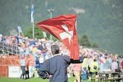 Die Schweizer Fahne flattert während des Festakts. (Bild: Pius Amrein/LZ, Altdorf, 28. Mai 2017)