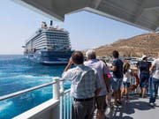 Touristen reisen wegen Terror weniger. Im Bild ist der Hafen von Mykonos zu sehen. (Archiv) (Bild: KEYSTONE/ALESSANDRO DELLA VALLE)