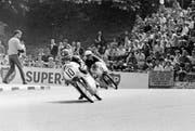 Gewann dreimal das gefährlichste Rennen der Welt auf der Isle of Man: Luigi Taveri (vorne). (Bild: Imago (Isle of Man, 29. Mai 1963))